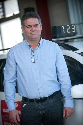 Carmelo Peña, presidente de la Unión de Trabajadores Autónomos del Taxi (UTAT) de Santa Cruz. | FRAN PALLERO