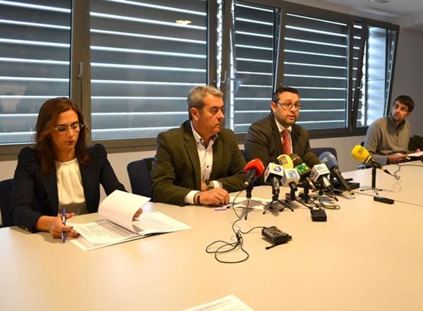 Marta Arocha, Aurelio Abreu y Miguel Ángel Pérez, ayer en rueda de prensa, en la sede del IASS. | DA