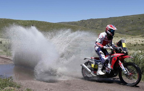Barreda (Honda) acabó tercero la segunda etapa y sigue líder.   REUTERS
