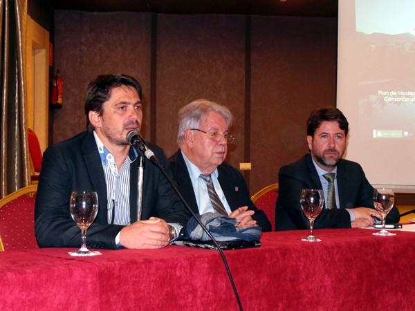 Jorge Marichal, Marcos Brito y Carlos Alonso, ayer durante el encuentro en el hotel Beatriz Atlantis. / M. PÉREZ