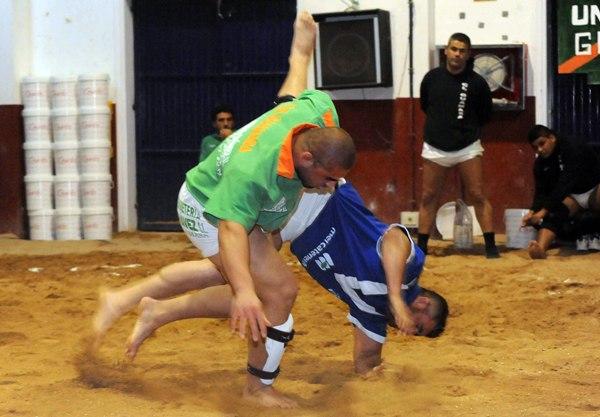 La destacada actuación de Ayoze Reyes sirve para que el Guamasa supere al Tegueste (12-11). | JAVIER GANIVET