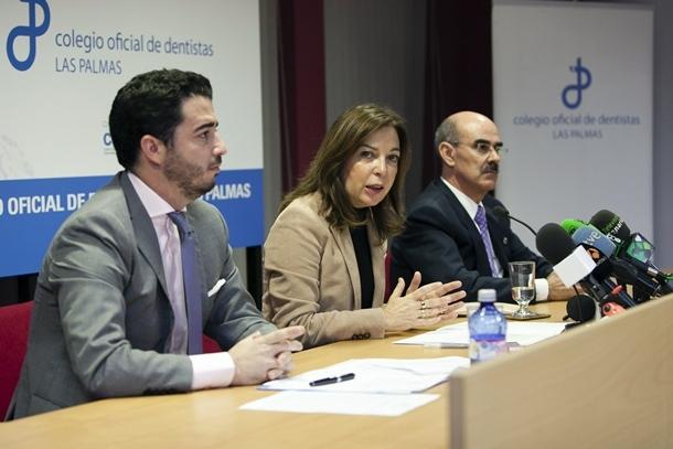 Brígida Mendoza, junto a los presidentes de los Colegios Oficiales de Dentistas