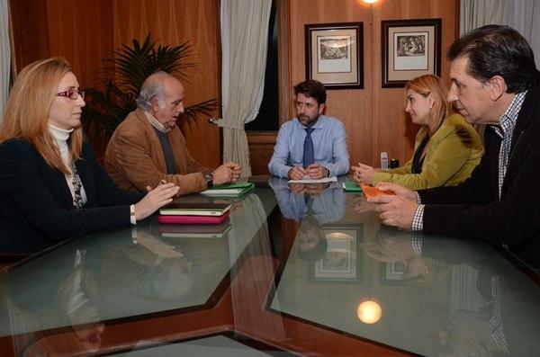 Begoña Ortiz (i), José Luis Langa, Carlos Alonso y Pino de León. | DA