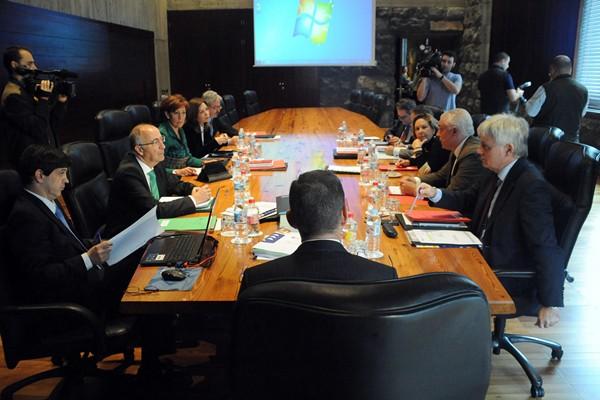 Reunión del Consejo de Gobierno, ayer en Santa Cruz de Tenerife. / DA