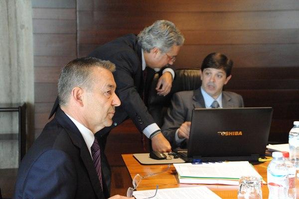El jefe del Ejecutivo canario, Paulino Rivero, durante una reunión del Consejo de Gobierno. | DA