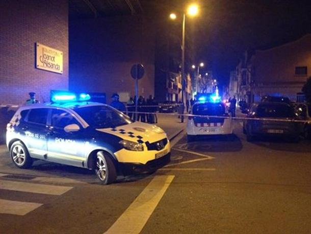 Policia local Sabadell pelea colegio