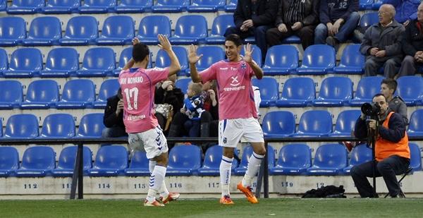 Ayoze, el mejor en el ataque blanquiazul, celebra uno de los goles marcados en la tarde que ayer. | MANUEL LORENZO