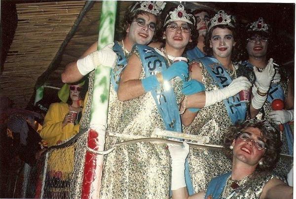 Bermúdez siempre se disfraza de mujer con su grupo de amigos. | S. M.