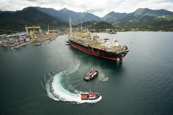 Imagen de uno de los barcos que emplea la compañía Repsol para sus sondeos petrolíferos. | DA