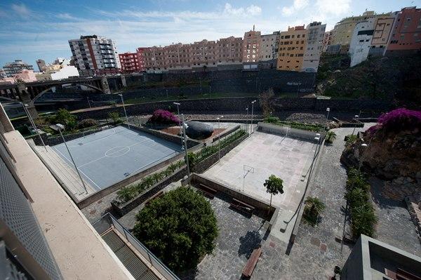 Actualmente son dos las canchas de pádel en uso, más la de fútbol sala con pista de cemento. | FRAN PALLERO