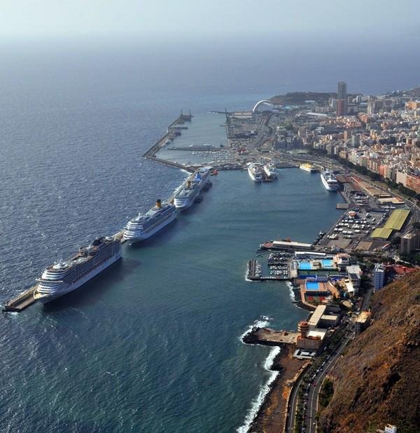 Vista general del puerto capitalino con varios cruceros. / M. P.