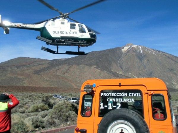 Las tareas, tanto por aire como por tierra, en el Parque Nacional han sido constantes siempre que la luz del día ha permitido operar en la zona. / DA-MOISÉS PÉREZ