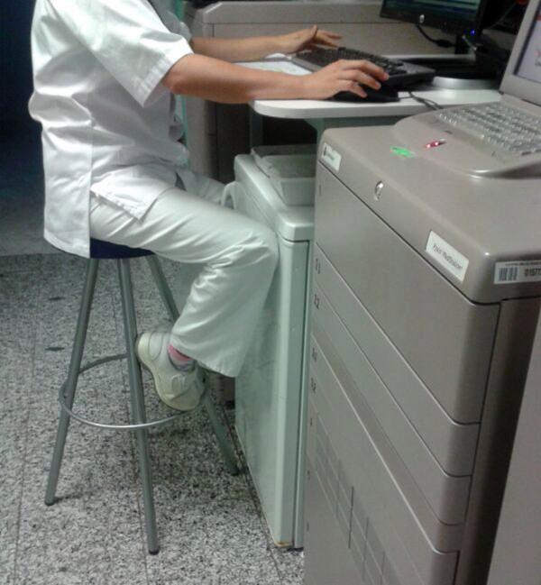 enfermera La Candelaria ordenador