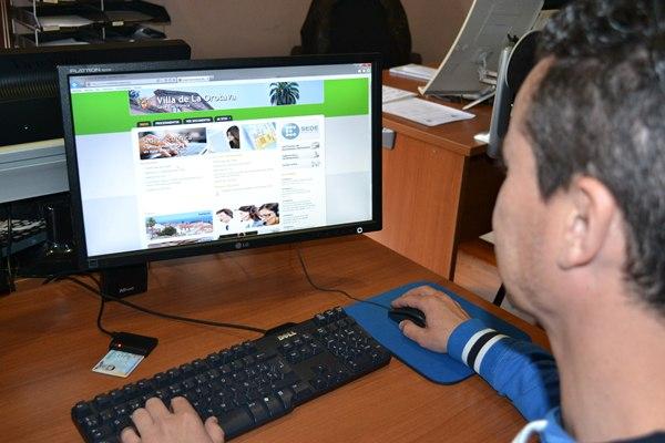 Los ciudadanos de la Isla ya pueden realizar a través de su ordenador algunos procedimientos. | DA