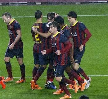 jugadores FC Barcelona celebran gol