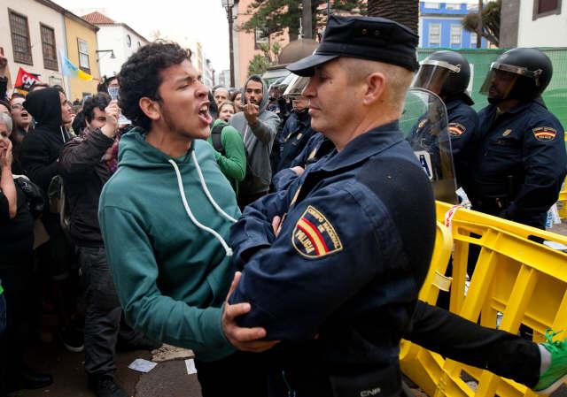 Miles de personas se manifestaron contra Wert. / FRAN PALLERO