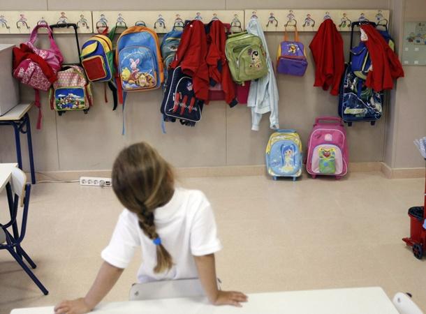 menor colegio estudiante guarderia Escuela Infantil