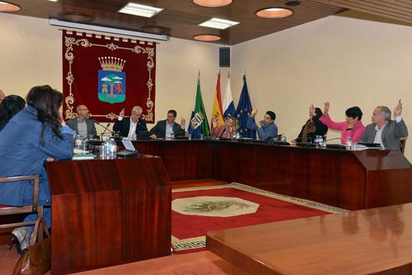 La oposición votó en contra de los presupuestos durante un pleno extraordinario celebrado ayer. / DA