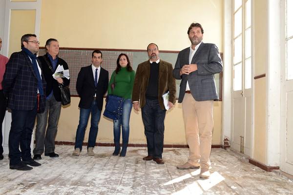 Los representantes del Cabildo y el Ayuntamiento y técnicos municipales, ayer durante la visita. / SERGIO MÉNDEZ