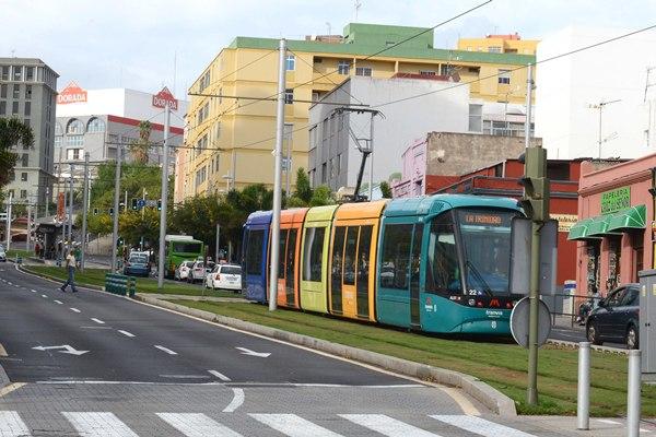 En 2013 se contabilizó un total de 12,5 millones de cancelaciones en las dos líneas del sistema tranviario tinerfeño. | SERGIO MÉNDEZ