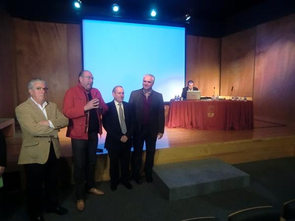 Gaztañaga, a la izquierda, junto al alcalde de El Sauzal y presidentes de las Insulares. / motorchicharrero.com