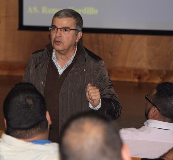 Ramos Gordillo capta la atención de los luchadores que se dieron cita en El Sauzal. | NOEMI DE LUIS