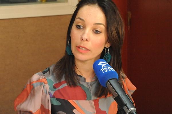 Guacimara Medina, ayer, en los estudios de Teide Radio. | JAVIER GANIVET