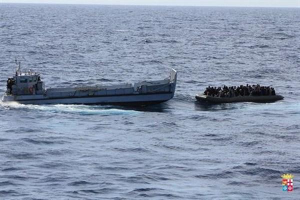Marina Italiana inmigrantes Lampedusa