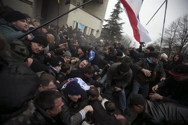 Imagen del exterior del Parlamento de Crimea. | REUTERS
