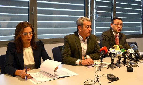 El consejero de Bienestar Social, Aurelio Abreu, y el del IASS, Miguel Ángel Pérez
