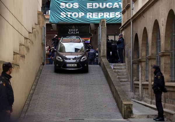 Rampa por la que bajó el coche de la infanta. / REUTERS