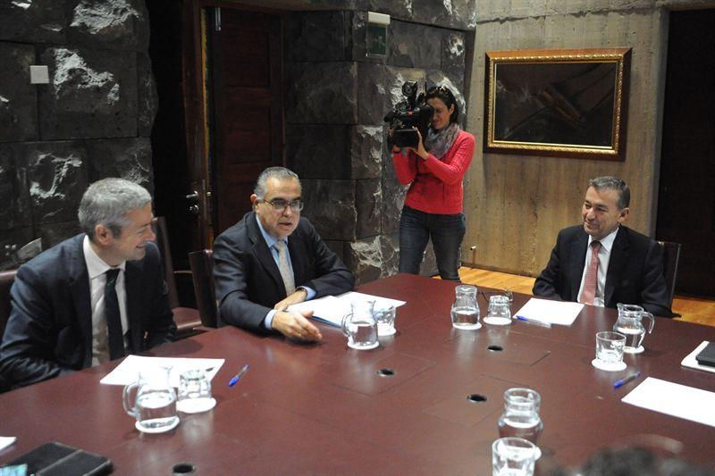 asunto de la reunión: recurso contra la ley turística de Canarias