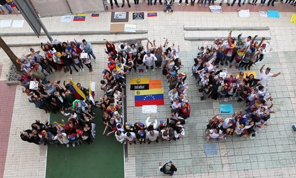 Galería de fotos de la manifestación SOS Venezuela en Tenerife
