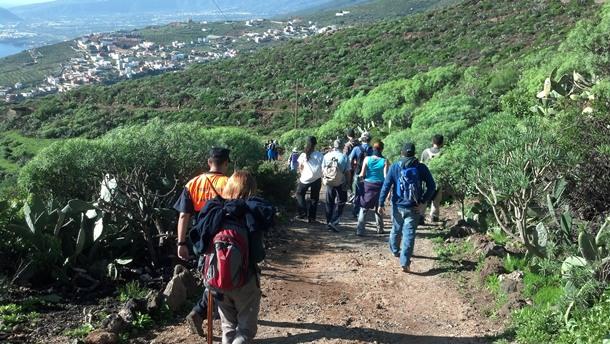 peregrinos recorriendo el Camino Viejo a Candelaria