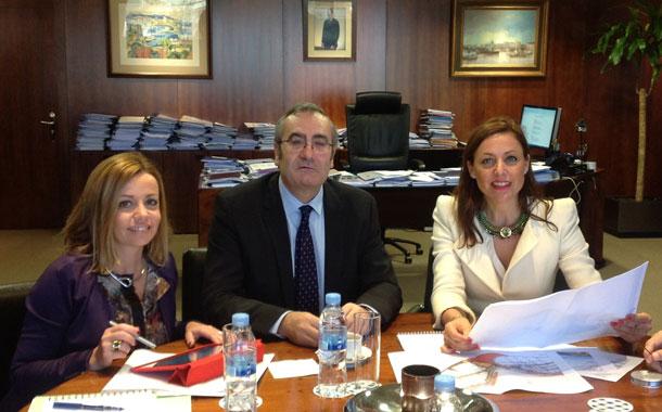 Ana Zurita (i), José Llorca y Cristina Tavío