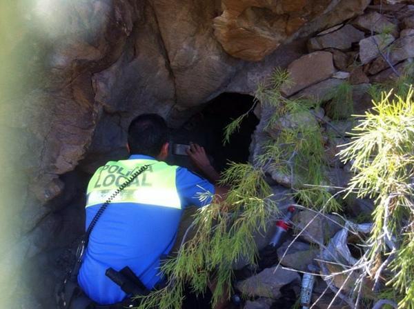 Imagen de la cueva de la Montaña de Guaza, en Arona, donde moraban las dos niñas alemanas con un extraño. / DA