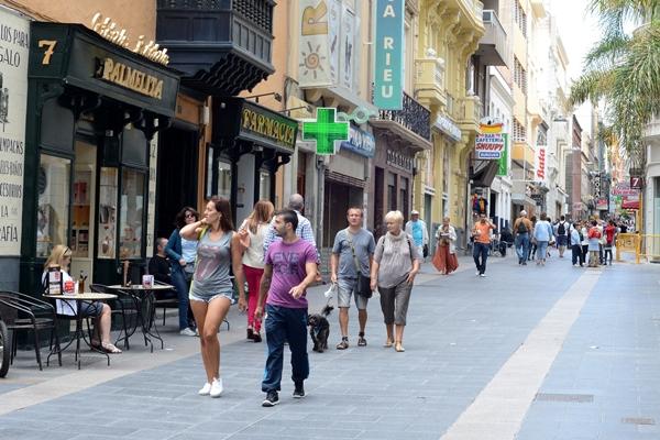 Una de las principales vías comerciales de la capital, la calle Castillo. | SERGIO MÉNDEZ