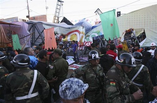caída de una pasarela en Carnaval de Oruro en Bolivia