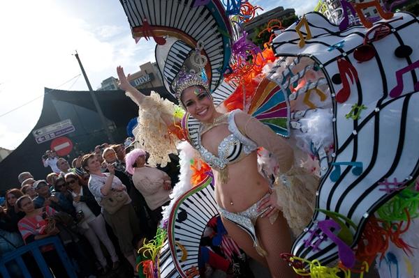 Una participante en el Coso del Carnaval de Santa Cruz. | FRAN PALLERO