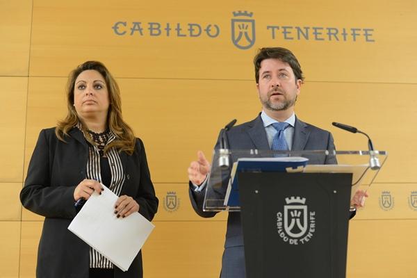 Cristina Valido y Carlos Alonso, ayer en rueda de prensa. | SERGIO MÉNDEZ