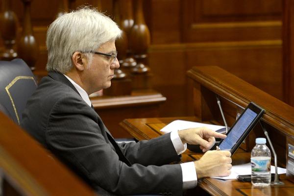 El secretario general del PSOE canario, José Miguel Pérez, repasa su estrategia. | SERGIO MÉNDEZ
