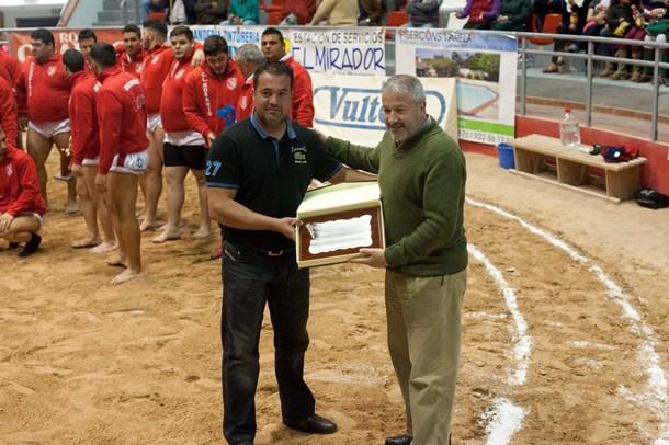 Miguel Varela Rosario placa Centro Educativo Achaman