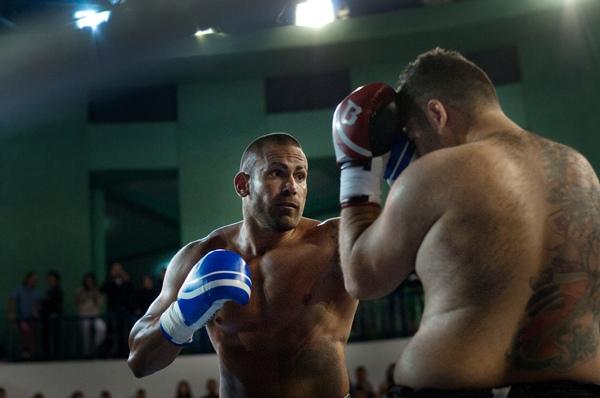 Moisés Baute intenta alcanzar a un rival en un combate anterior. | FRAN PALLERO