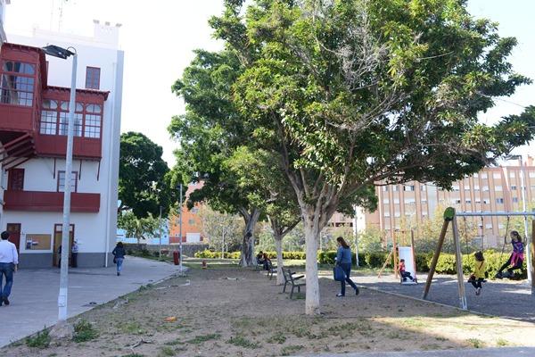 El Ayuntamiento pavimentará el entorno del parque infantil Sixto Machado. | SERGIO MÉNDEZ