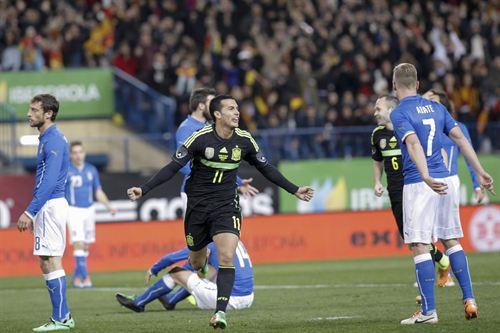 El tinerfeño celebra su gol ante Italia. | EP