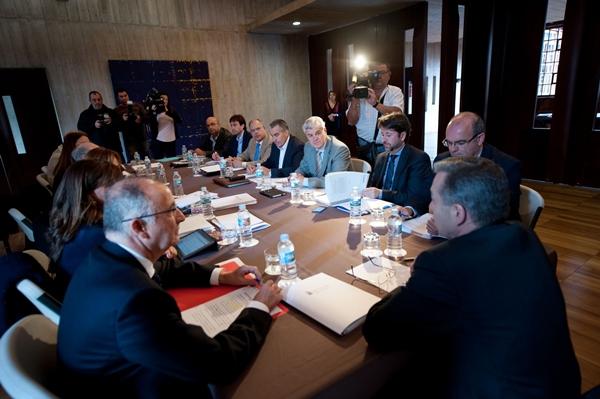 Los presidentes de los cabildos, en la reunión con Paulino Rivero y Francisco Hernández Spínola. | FRAN PALLERO