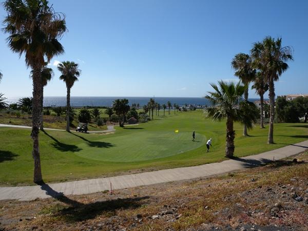 El golf, un complemento de las 3.000 camas turísticas. | J. L. C