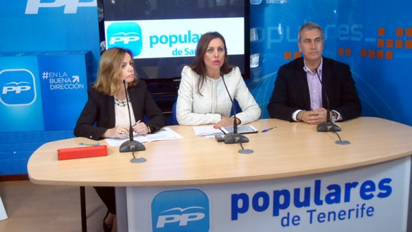 Ana Zurita (i), Cristina Tavío y Óscar González, ayer en rueda de prensa en la capital tinerfeña. / DA