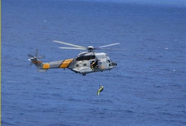 helicoptero del SAR durante un ejercicio de rescate