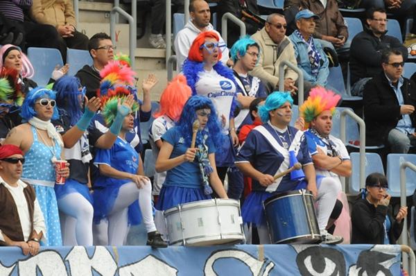 Las gradas del estadio volverán a tener colorido carnavalero en el choque con el Recreativo. | JAVIER GANIVET